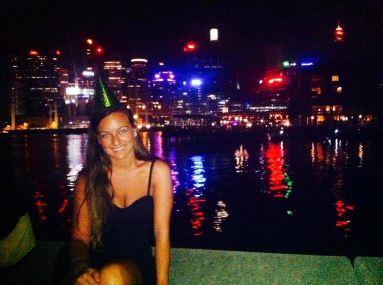 ragazza a capodanno al caldo a Sydney