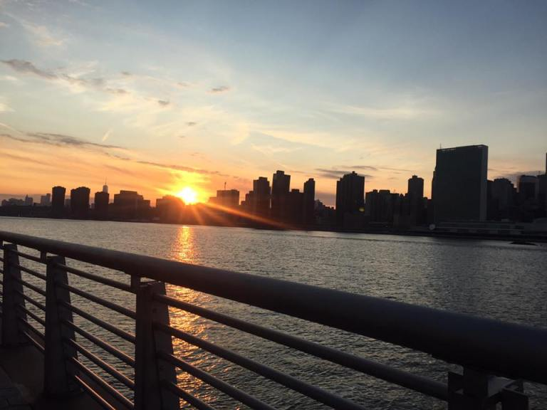 Tramonto tra i grattacieli di Manhattan vista da Long Island City