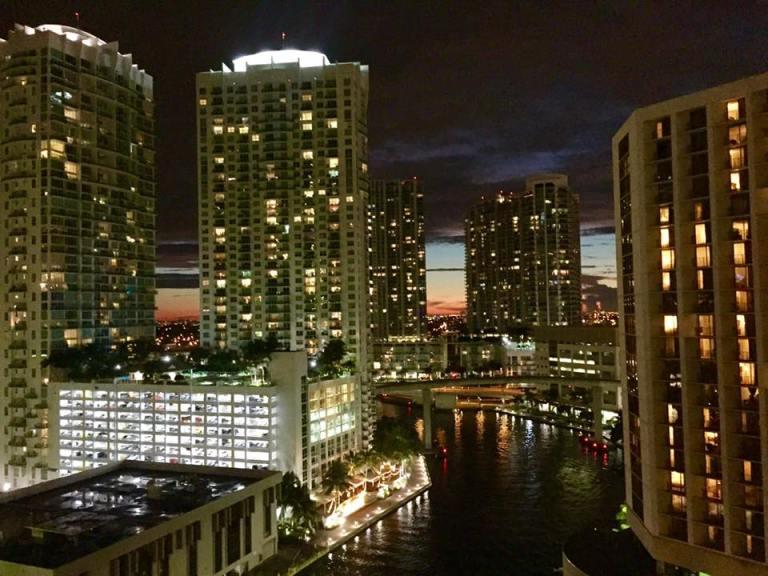 Palazzi-Miami-notte