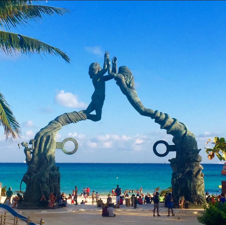 Statue in spiaggia MEssico
