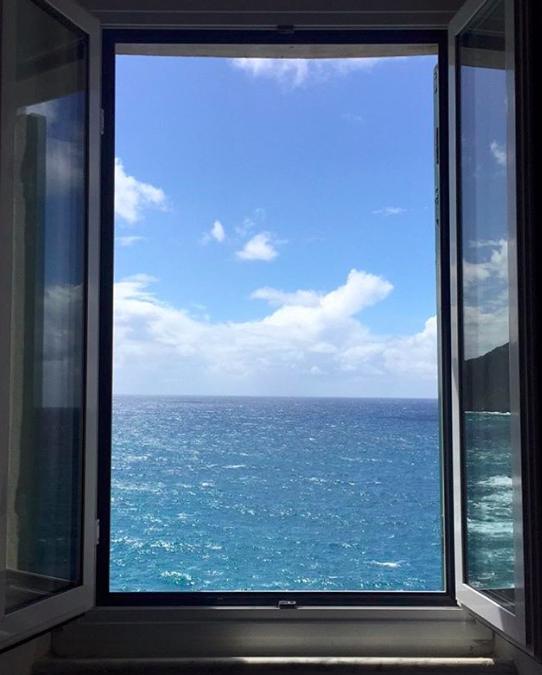 finestra camera manarola